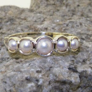 9ct white gold pearl eternity ring on rock